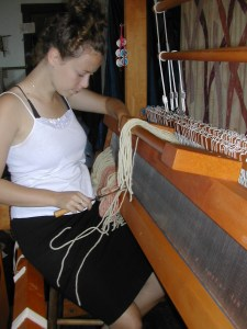 Threading a rio grande loom