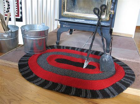 Donna will teach how to knit an Amish Rug in her Sunday afternoon class.